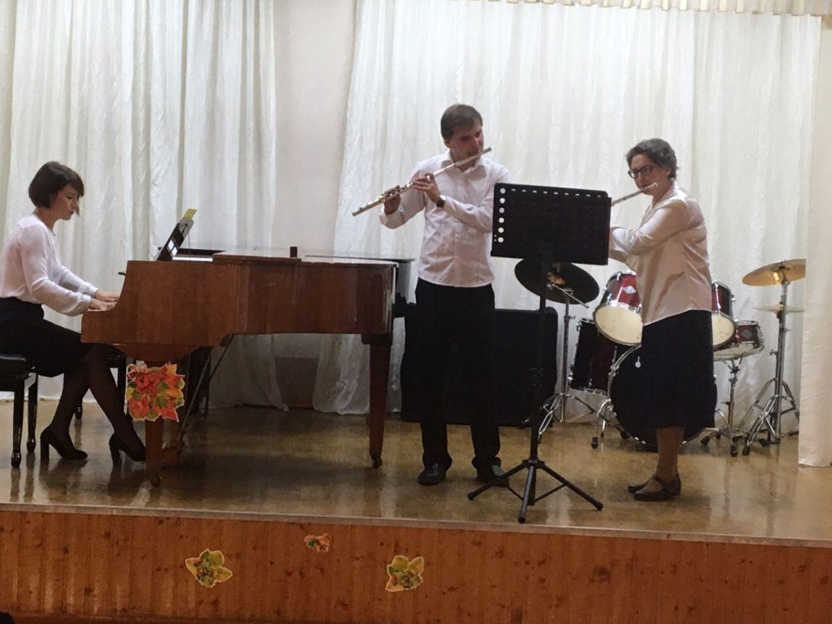 Концерт, посвящённый дню музыки и дню пожилого человека